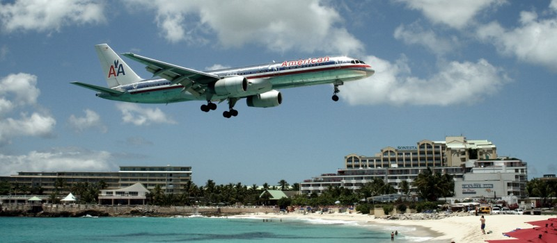 American_757_on_final_approach_at_St_Maarten_Airport_edit1