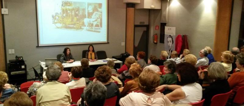 Las Doctoras Laura y María Lara durante la conferencia.