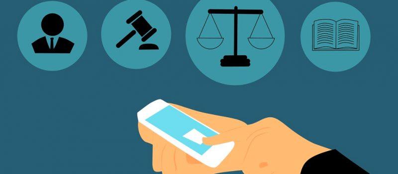 Nuevas tecnologías. Imagen de movil en manos de un abogado