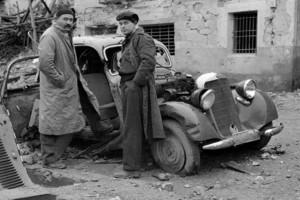 Ivens-Hemingway-en-Guadalajara_rodaje-S-Earth_1937-300x200